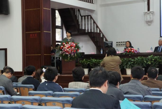 华东政法大学李秀清教授主持开幕式